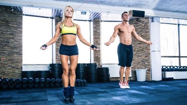 La corde à sauter : activité physique idéale pour maigrir